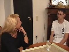 Mutter bringt Sohn das ficken bei