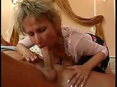 Blonde Granny and boy Janey - Vecchie Tettone Pelose