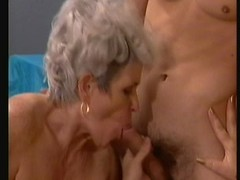 2 Grannies, 1 Cub!