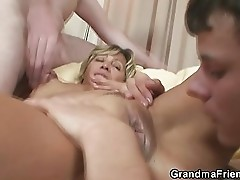 Mature with great body fucked by two young guys