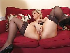 Mature bitch shows her sex skills