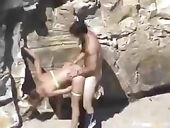 This couple is horny and can&#039;t wait so they fuck on the beach