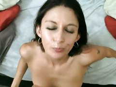 Nikki Daniels feel happy getting spunk in the face