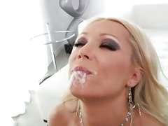 Sue Diamond like to drink the warm milk of horny guy