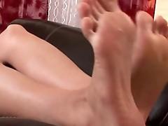 Jenny McClain reveals her feet