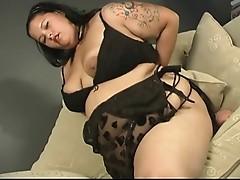 Plomper girls mastebates inside her chubby house