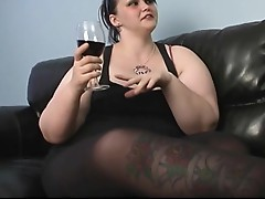 Chubby and red wine. You know what happenes after to this plump 1