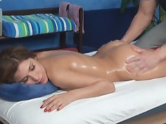 Alexa seduced and got laid by her massage therapist onto hidden camera