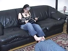 Girl loves sucking her feet