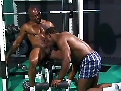 Ebony bodybuilders flex Deon and SoloMan fucking inside the sports hall