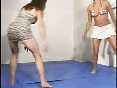 2 Girls Wrestling