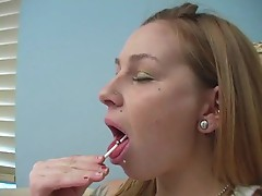 Scarlett Pain swaps her lollipop for a lollicock