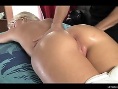 Butt massage turns beefy for this blonde&#039;s pussy