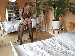Wife in sexy lingerie gets a creampie