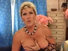 Salacious mature mom is entertaining with colossal clam ram!