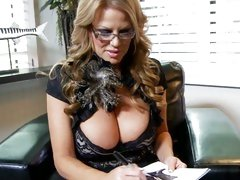 Kelly Madison shows her sensational tits