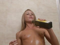 Sexy babe Sara Jane dribbles oil over her hot body