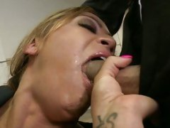 Mia Lelani hottie chick like to suck the dick of cop