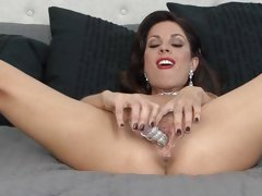 Sexy Jadra Holly torments her dripping snatch