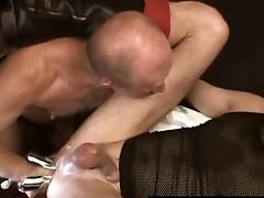 Gay dude gets his tight anus fisted hard