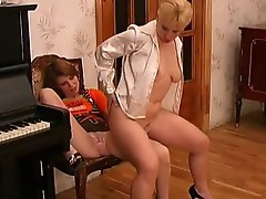 Penny and alice lesbo Mom on episode