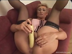 Experienced doxy creamed on her cookie