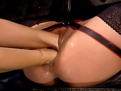 German babe double fisting a nice wet pussy