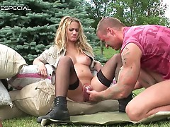 Blonde hottie opens wide for sizzling hot nasty pussy pumping