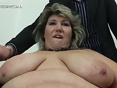 Horny mature babe wants to try out the pussy vacuum
