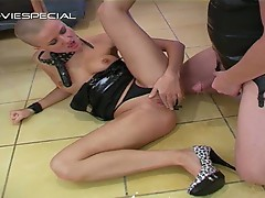 Bald whore sucking cock and peed all over