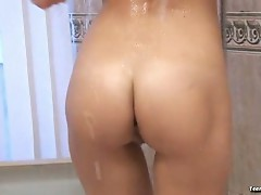 Fucking in the tub in this hot sex video