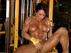 Super muscular babe naked at the gym