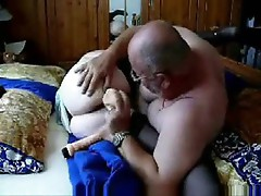 Mature couple makes an amateur porn video