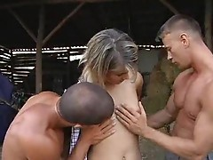 Girl double fucked in the hay of the barn