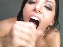 Spicy Juelz Ventura opens wide for a jizz bomb