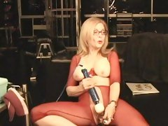 Horny Nina Hartley torments her dripping flange flaps
