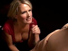 Lusty cougar Bridgett Lee stuffs her Mouth with a thick shaft and enfuns it