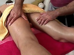 Hunk gets amazing gay massage scene