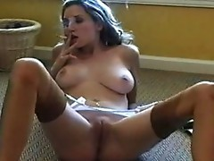 Jamie Lynn smokes and fingers herself to agonorgasmos