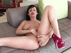 Lusty chubby Jennifer White rubbing her Pink bawdy cleft and waits for an big o