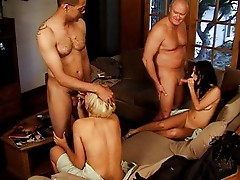 Roxy Jezel in spontaneous foursome