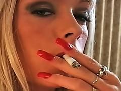 Layla Jade is a hawt smokaying wench