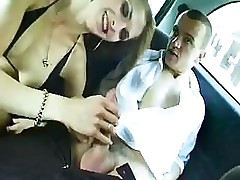 Babe starts sucking in the car and brings it in for some fucking