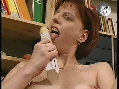 Sexy slut in a hot solo action