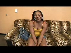 Ebondy babe squirted on face
