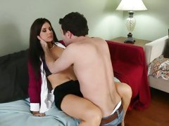 Roasting mom India Summers seduces this tasty cock