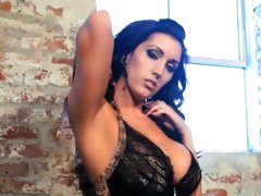 Dylan Ryder teases you with her perfect body
