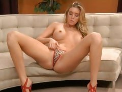 Samantha Saint plays with her pussy through her panties