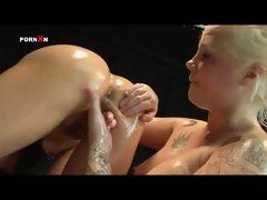 Oiled Pussy and Lesbian Fisting with Mandy Cinn