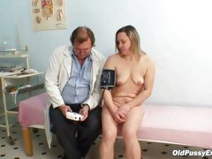 Mature Jaroslava gyno speculum pussy checkup at gyno cl